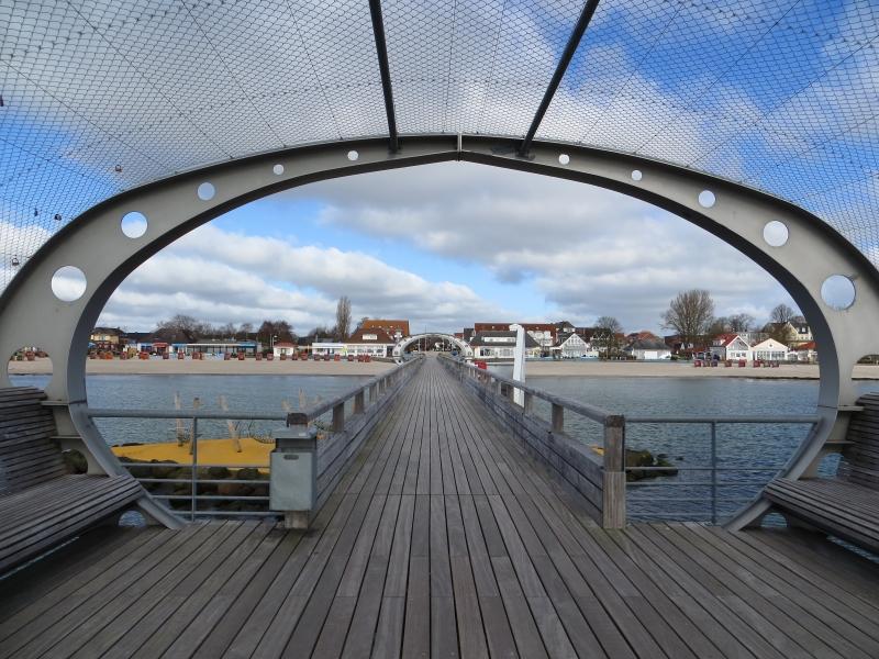 Blick von Seebrücke zum Strand